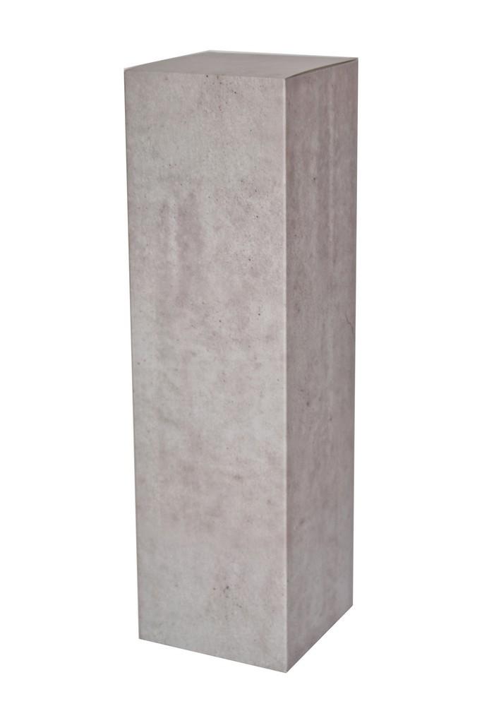 Kartongpodium med betongimitation